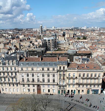 vue immeubles et ciel à Bordeaux