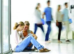 jeunes dans une résidence étudiante